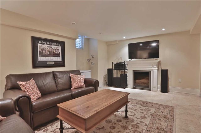 Townhouse at 216 Rebecca St, Oakville, Ontario. Image 11