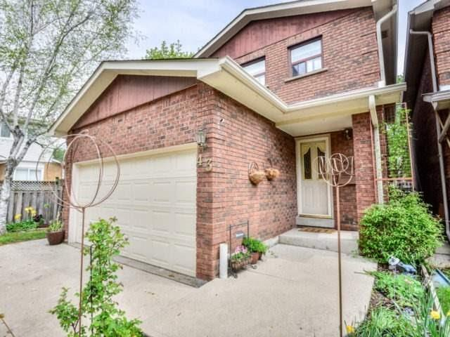 Detached at 43 Barrington Cres, Brampton, Ontario. Image 12