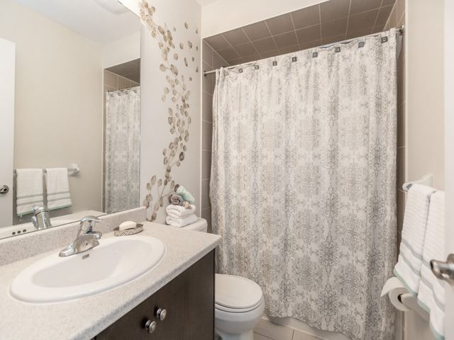 Townhouse at 115 Sea Drifter Cres, Brampton, Ontario. Image 2