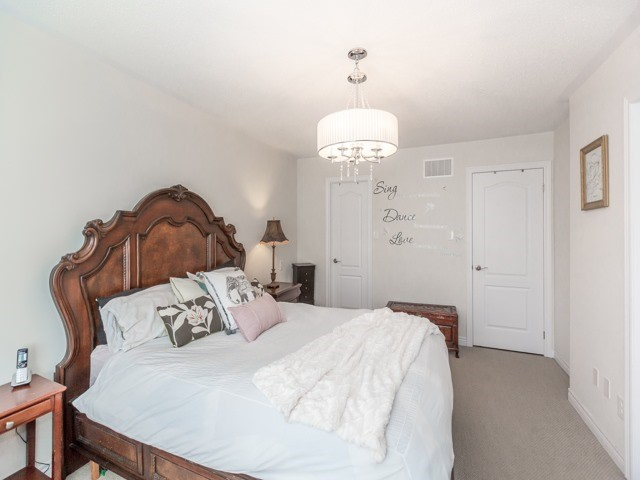 Townhouse at 115 Sea Drifter Cres, Brampton, Ontario. Image 3