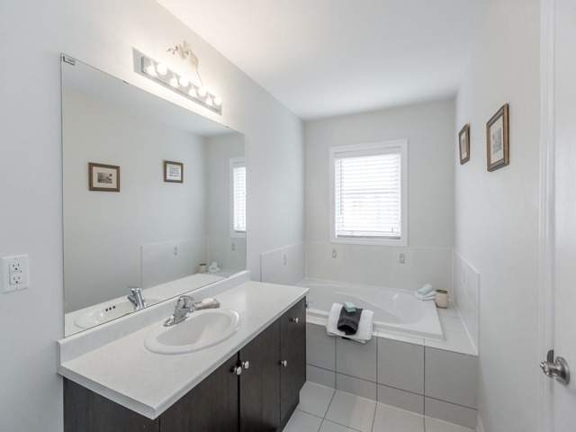 Townhouse at 115 Sea Drifter Cres, Brampton, Ontario. Image 4