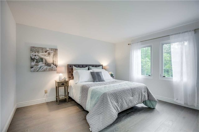 Detached at 2112 Constance Dr, Oakville, Ontario. Image 6