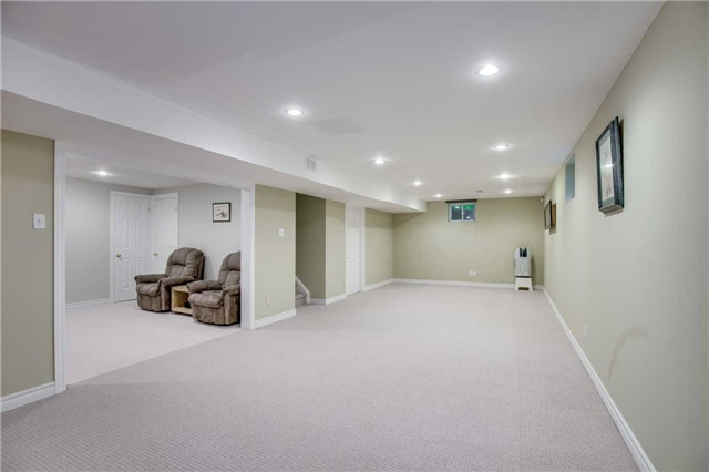 Detached at 2112 Constance Dr, Oakville, Ontario. Image 10