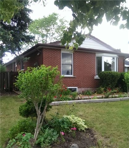 Detached at 53 Alicewood Crt, Toronto, Ontario. Image 3