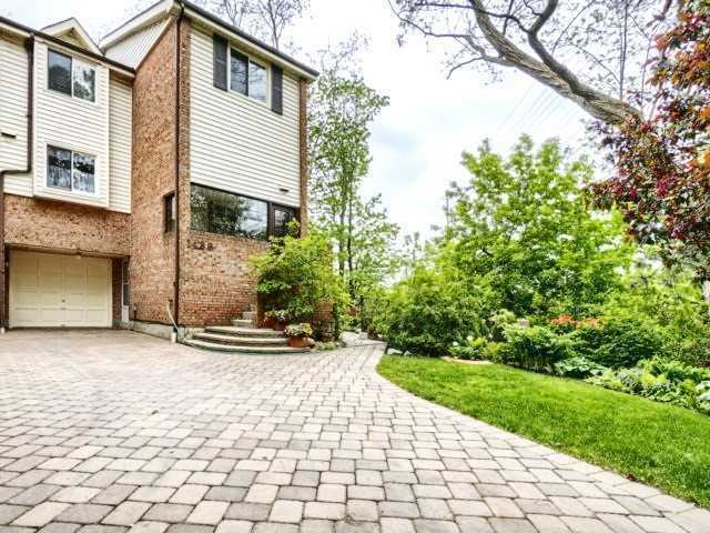 Townhouse at 1488 Credit Woodlands Crt, Mississauga, Ontario. Image 1