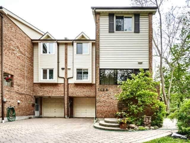 Townhouse at 1488 Credit Woodlands Crt, Mississauga, Ontario. Image 12
