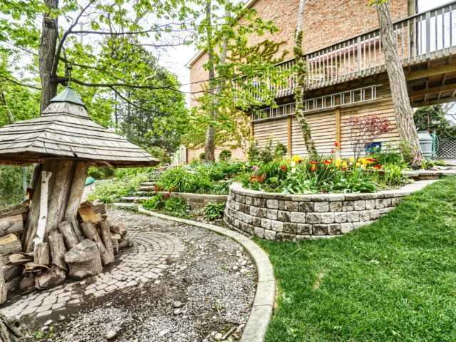 Townhouse at 1488 Credit Woodlands Crt, Mississauga, Ontario. Image 9