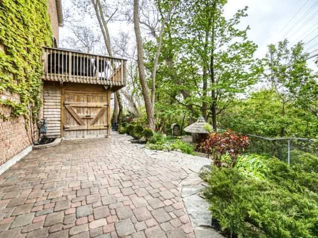 Townhouse at 1488 Credit Woodlands Crt, Mississauga, Ontario. Image 10