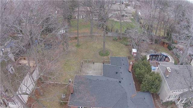 Detached at 3035 Woodland Park Dr, Burlington, Ontario. Image 2
