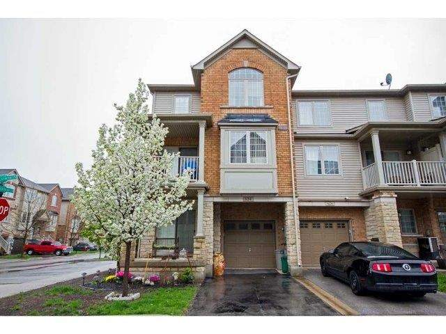 Townhouse at 624 Maude Common, Burlington, Ontario. Image 14