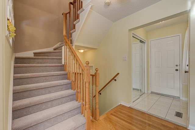 Semi-detached at 7208 Frontier Rdge, Mississauga, Ontario. Image 3