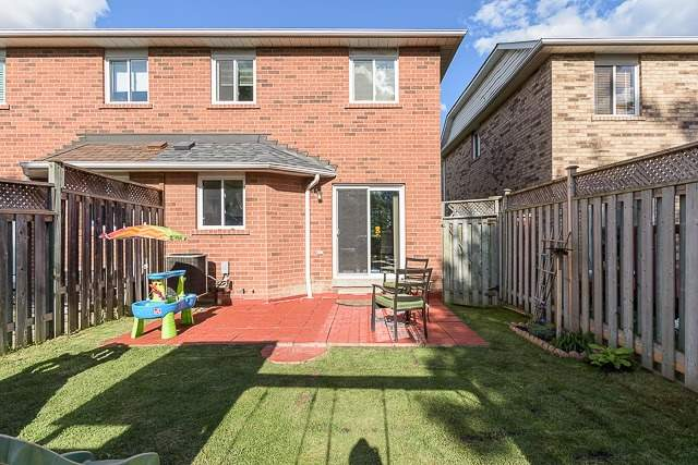 Semi-detached at 7208 Frontier Rdge, Mississauga, Ontario. Image 13