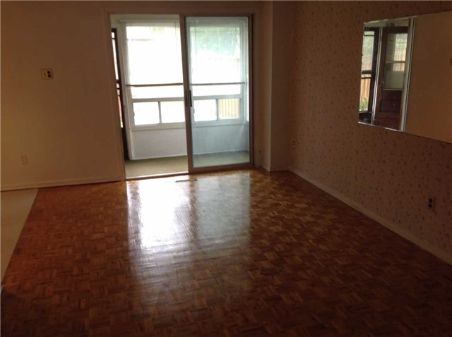 Condo Townhouse at 3860 Morning Star Dr, Unit 15, Mississauga, Ontario. Image 3