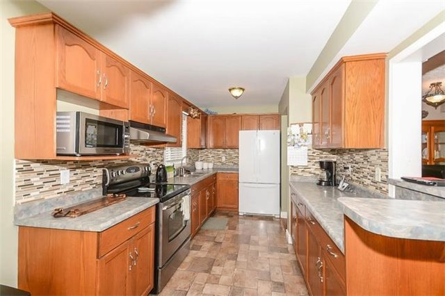 Detached at 31 Settlers Rd, Orangeville, Ontario. Image 17