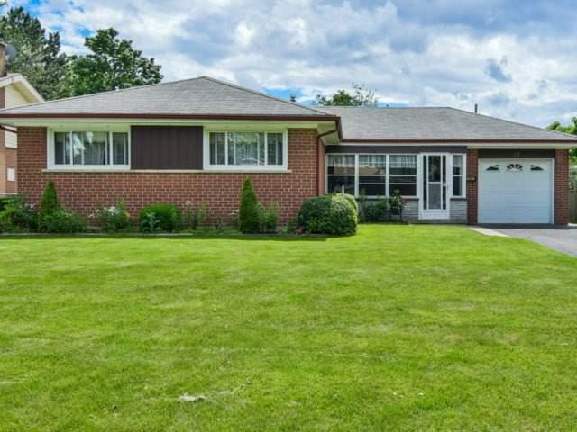 Detached at 17 Gordon Dr, Brampton, Ontario. Image 1