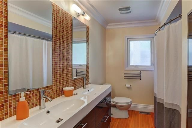 Detached at 3629 East Park Crt, Mississauga, Ontario. Image 3