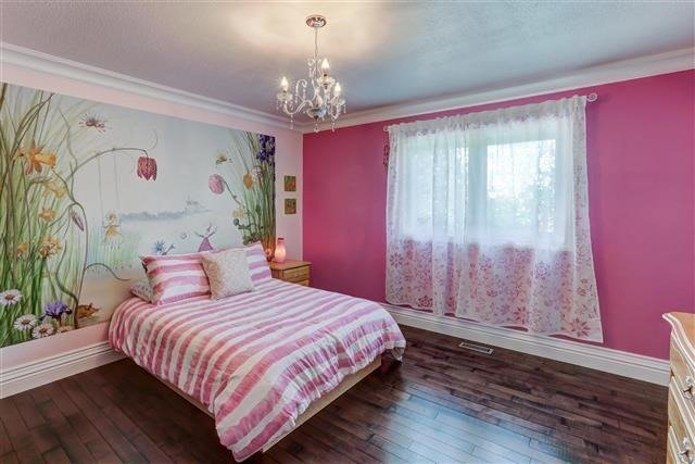 Detached at 3629 East Park Crt, Mississauga, Ontario. Image 5