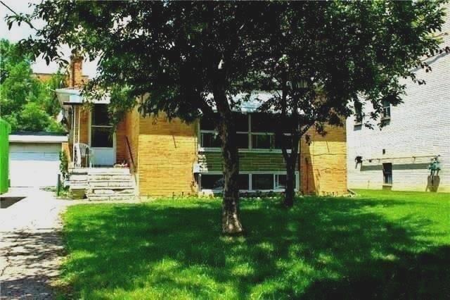 Detached at 8 Charles St, Brampton, Ontario. Image 3