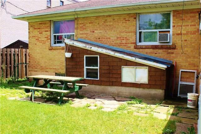 Detached at 8 Charles St, Brampton, Ontario. Image 9