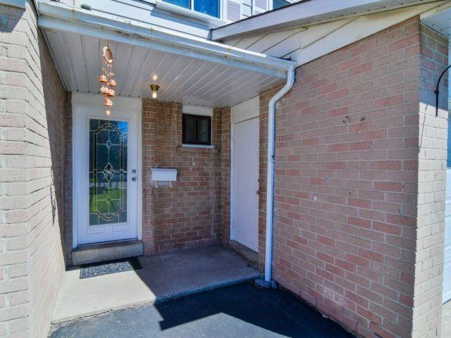 Semi-detached at 7742 Benavon Rd, Mississauga, Ontario. Image 12