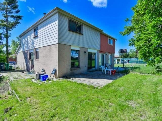 Semi-detached at 7742 Benavon Rd, Mississauga, Ontario. Image 11