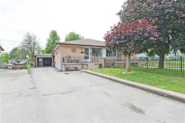 Semi-detached at 96 Corby Cres, Brampton, Ontario. Image 14