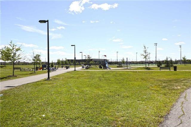 Detached at 39 Sewells Lane, Brampton, Ontario. Image 13