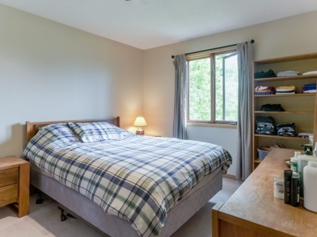Detached at 1319 Greenwood Cres, Oakville, Ontario. Image 5
