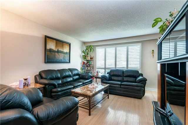 Detached at 14 Netherly Dr, Toronto, Ontario. Image 7