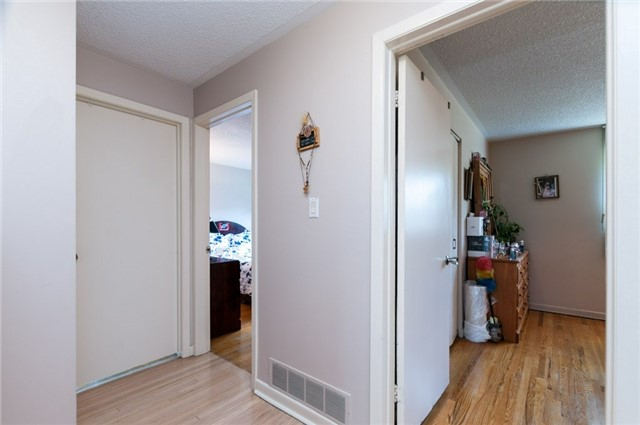 Detached at 14 Netherly Dr, Toronto, Ontario. Image 4