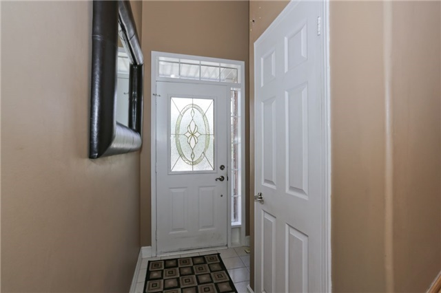 Condo Townhouse at 6060 Snowy Owl Cres, Unit 43, Mississauga, Ontario. Image 11