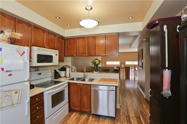 Condo Townhouse at 6060 Snowy Owl Cres, Unit 43, Mississauga, Ontario. Image 12