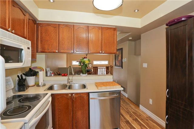 Condo Townhouse at 6060 Snowy Owl Cres, Unit 43, Mississauga, Ontario. Image 13