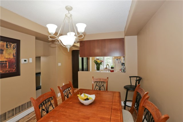 Condo Townhouse at 6060 Snowy Owl Cres, Unit 43, Mississauga, Ontario. Image 15