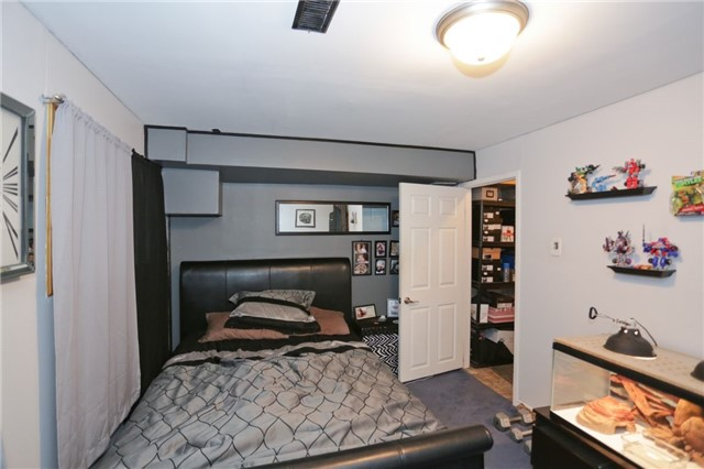 Condo Townhouse at 6060 Snowy Owl Cres, Unit 43, Mississauga, Ontario. Image 3