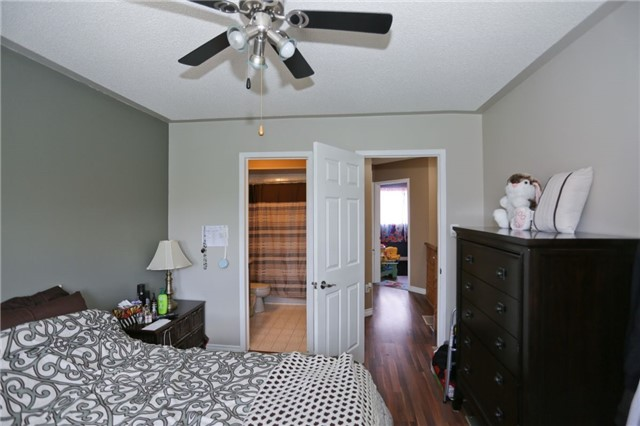 Condo Townhouse at 6060 Snowy Owl Cres, Unit 43, Mississauga, Ontario. Image 4