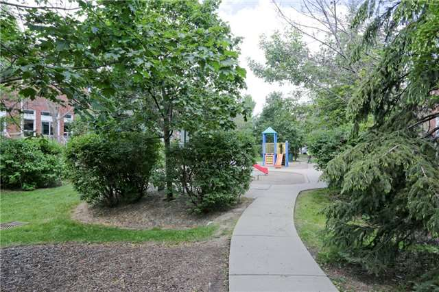 Condo Townhouse at 6060 Snowy Owl Cres, Unit 43, Mississauga, Ontario. Image 7