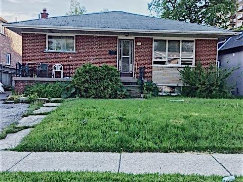 Detached at 1046 Caven St, Mississauga, Ontario. Image 1