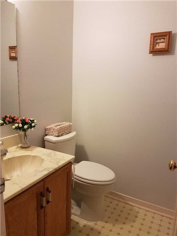 Condo Townhouse at 734 Winterton Way, Unit 4, Mississauga, Ontario. Image 13