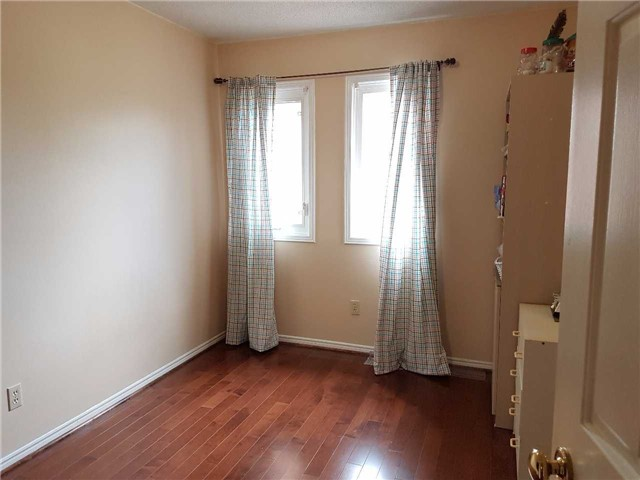 Condo Townhouse at 734 Winterton Way, Unit 4, Mississauga, Ontario. Image 2