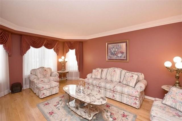 Detached at 31 Gooderham Dr, Halton Hills, Ontario. Image 12