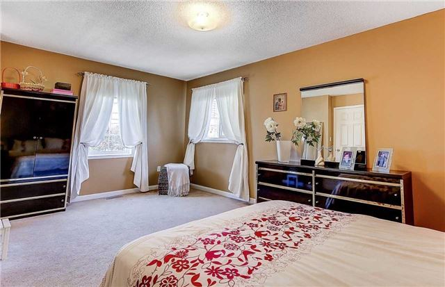 Condo Townhouse at 80 Acorn Pl, Unit 55, Mississauga, Ontario. Image 5