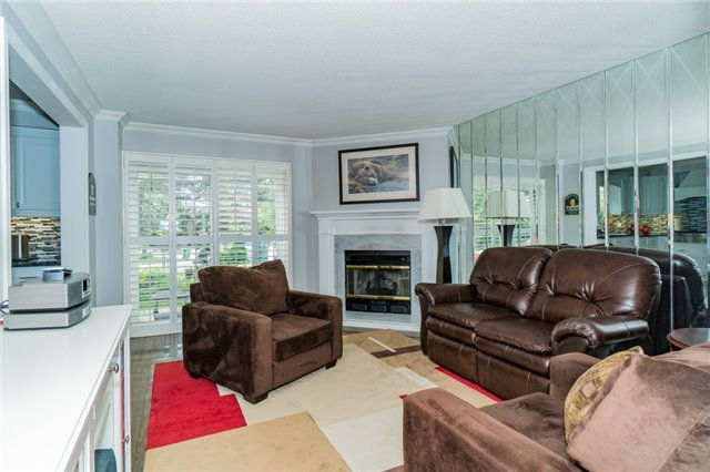 Condo Townhouse at 1724 The Chase Dr, Unit 19, Mississauga, Ontario. Image 3