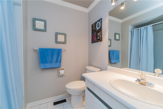 Condo Townhouse at 1724 The Chase Dr, Unit 19, Mississauga, Ontario. Image 11