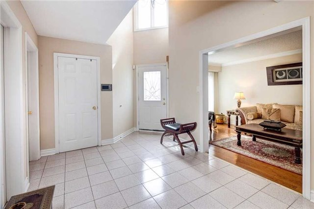 Detached at 943 Ceremonial Dr, Mississauga, Ontario. Image 12