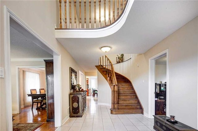 Detached at 943 Ceremonial Dr, Mississauga, Ontario. Image 14
