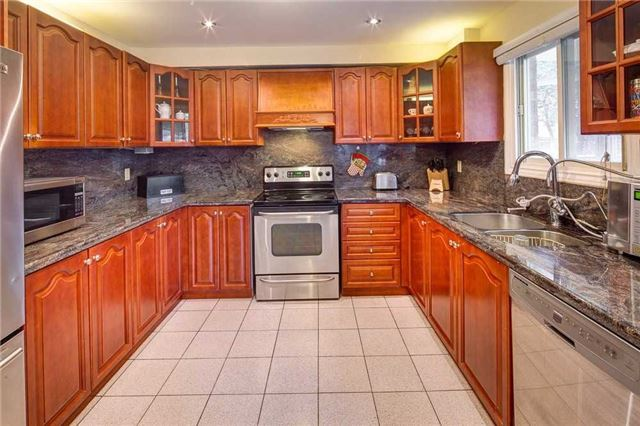 Detached at 943 Ceremonial Dr, Mississauga, Ontario. Image 18