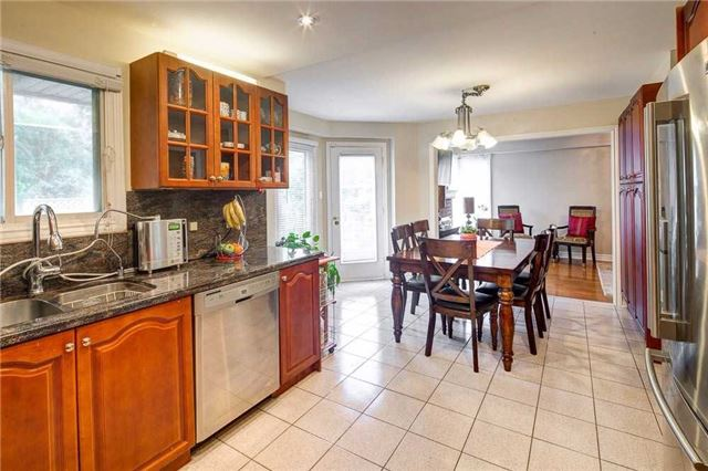 Detached at 943 Ceremonial Dr, Mississauga, Ontario. Image 19