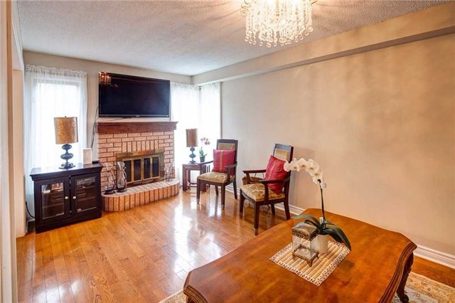 Detached at 943 Ceremonial Dr, Mississauga, Ontario. Image 2