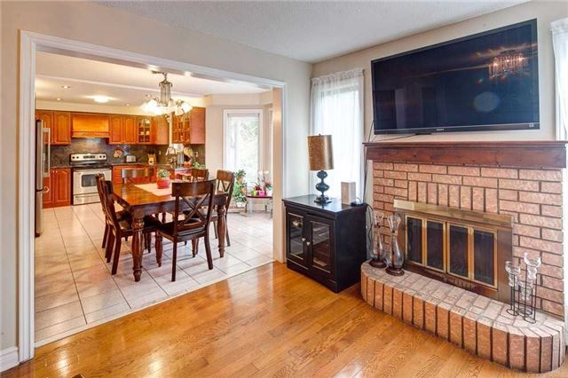 Detached at 943 Ceremonial Dr, Mississauga, Ontario. Image 3